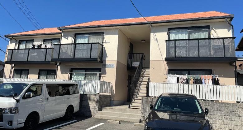 外壁の塗り替えをおこなったアパートの施工完了写真