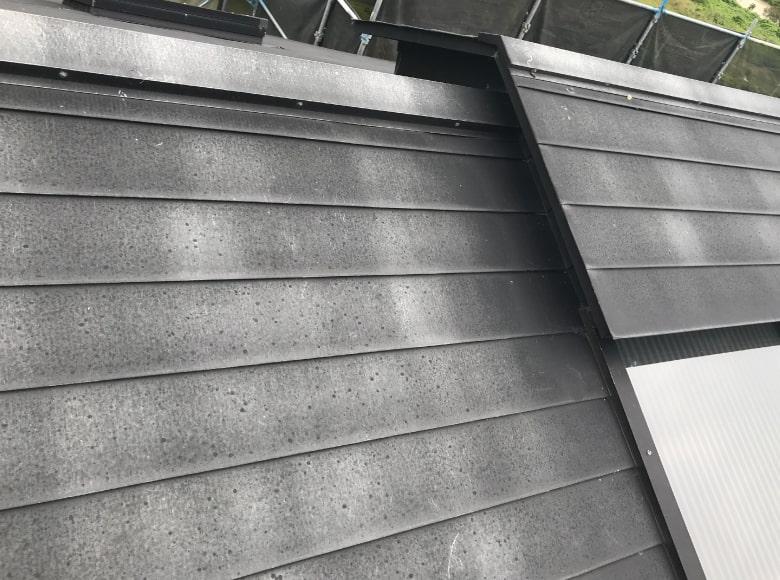 岩国Y様邸、屋根の劣化具合を撮影した写真