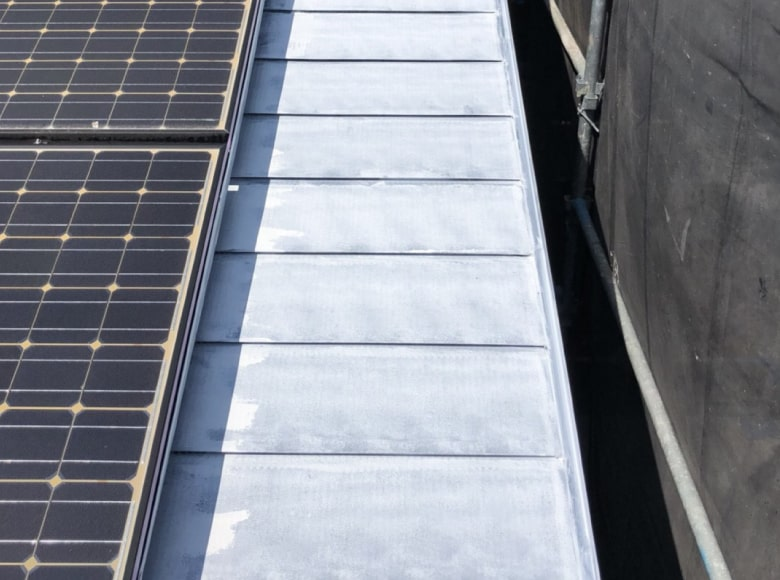 岩国Y様邸、屋根の下地塗装完了写真