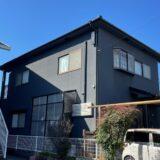 築40年のお宅の外壁塗装。黒系塗料でモダンな外観へ