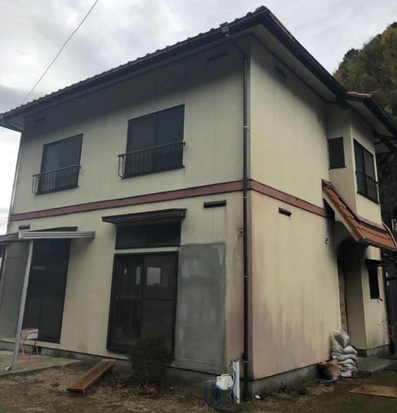 岩国市築40年の住宅、塗り替え前(裏)